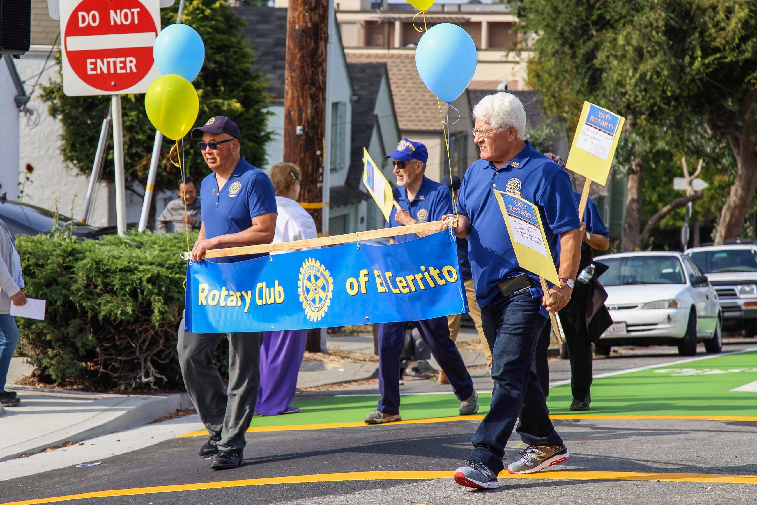 233 Rotary in the Parade - Photo by Marin Stuart