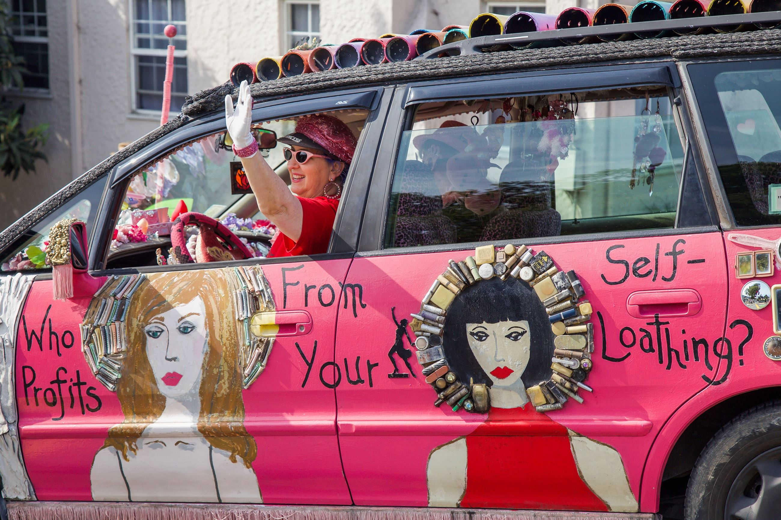 266 Art car 1 in Parade - Photo by Marin Stuart