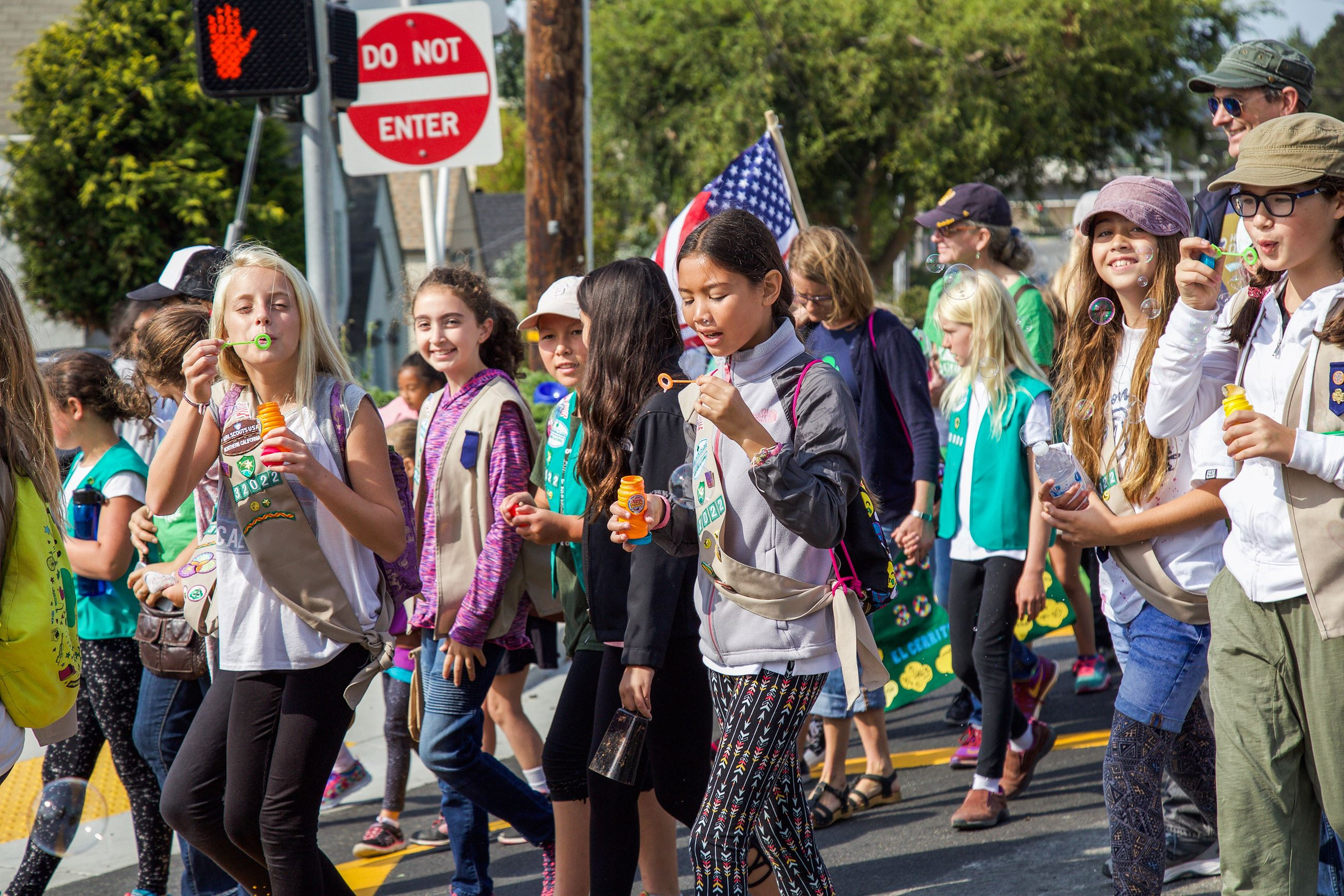 277 scouts blowing bubbles in Parade - Photo by Marin Stuart