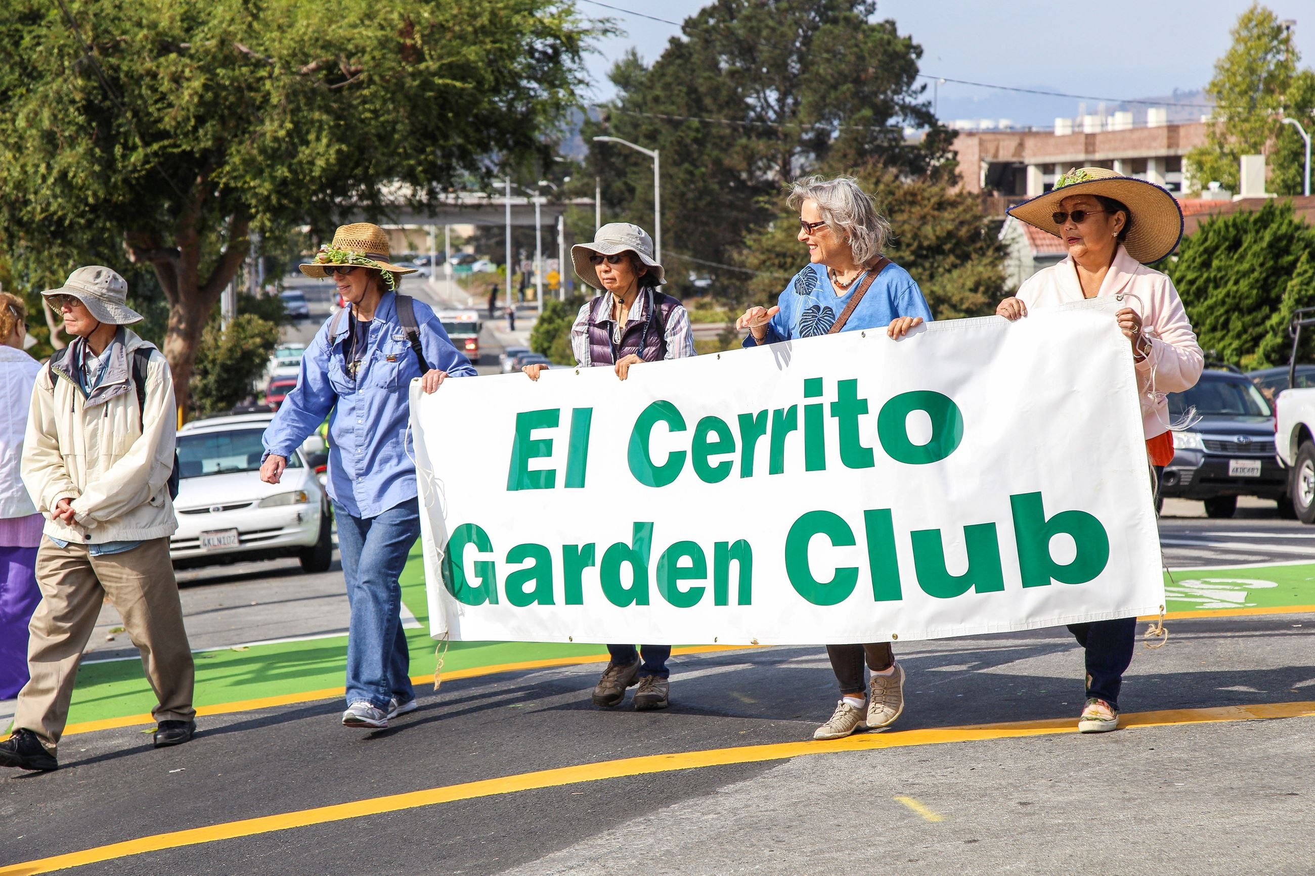 279 Garden Club in Parade 1 - Photo by Marin Stuart