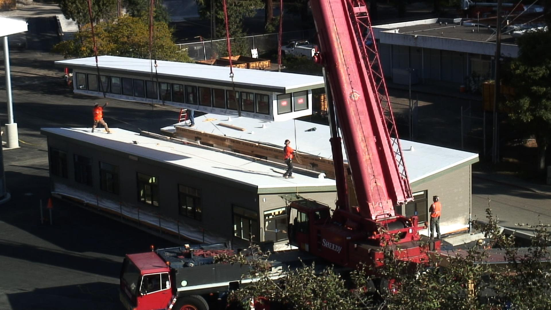 Modular building installation at El Cerrito Recycling & Environmental Resource Center